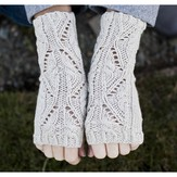 Cascade Yarns DK337 Lace and Cable Fingerless Gloves (Free)